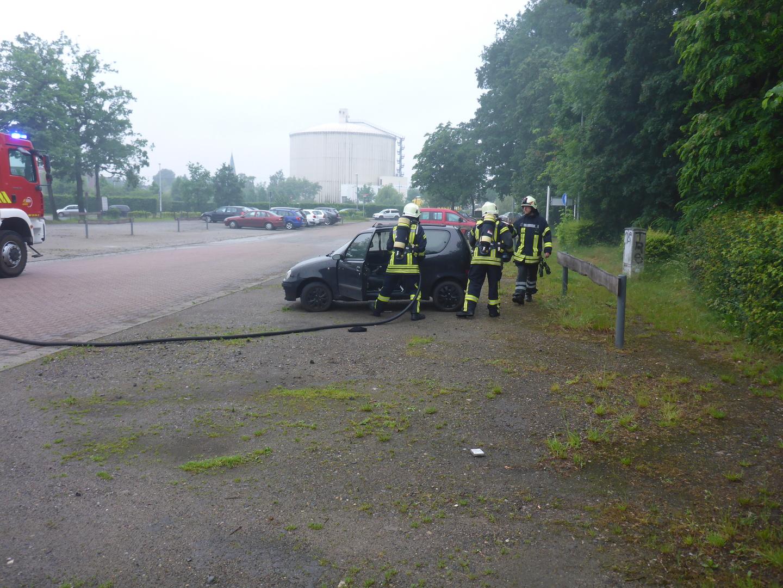 nr 087 entstehungsbrand in einem pkw  feuerwehr lehrte