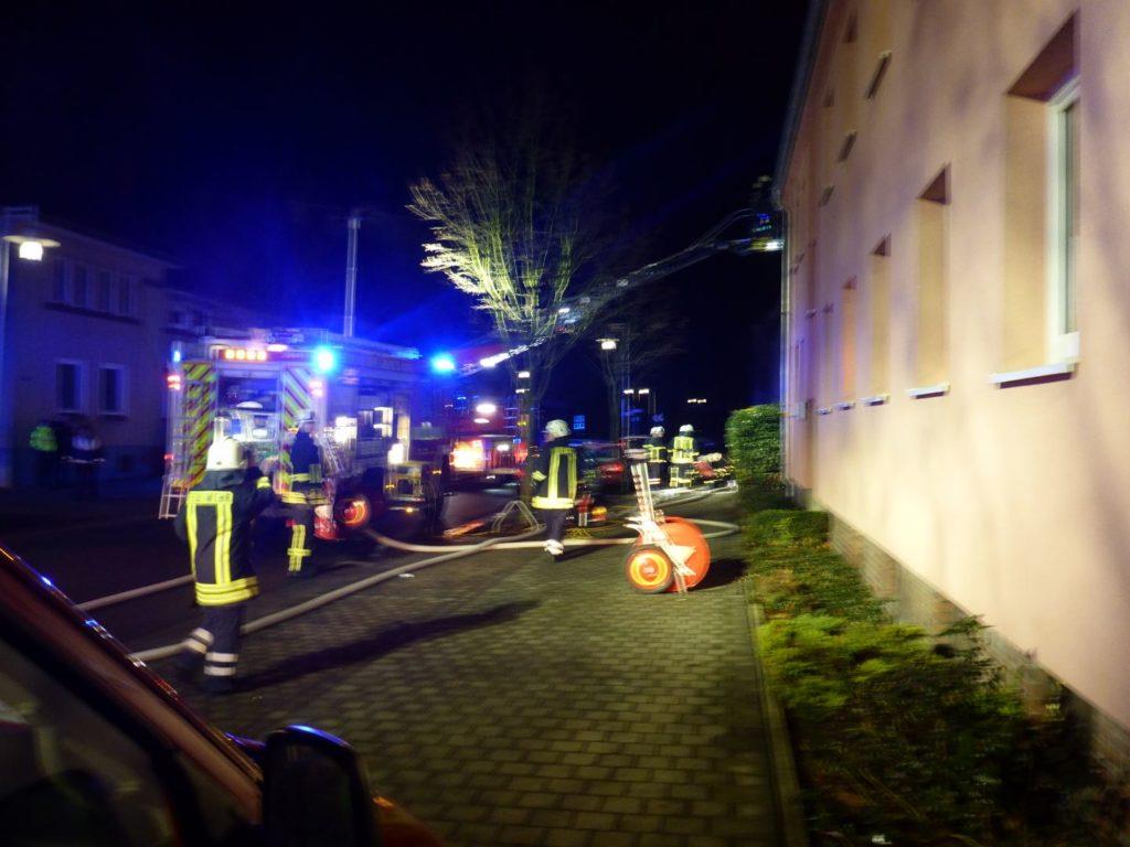 Nr. 203: Drei Personen bei Wohnungsbrand gerettet