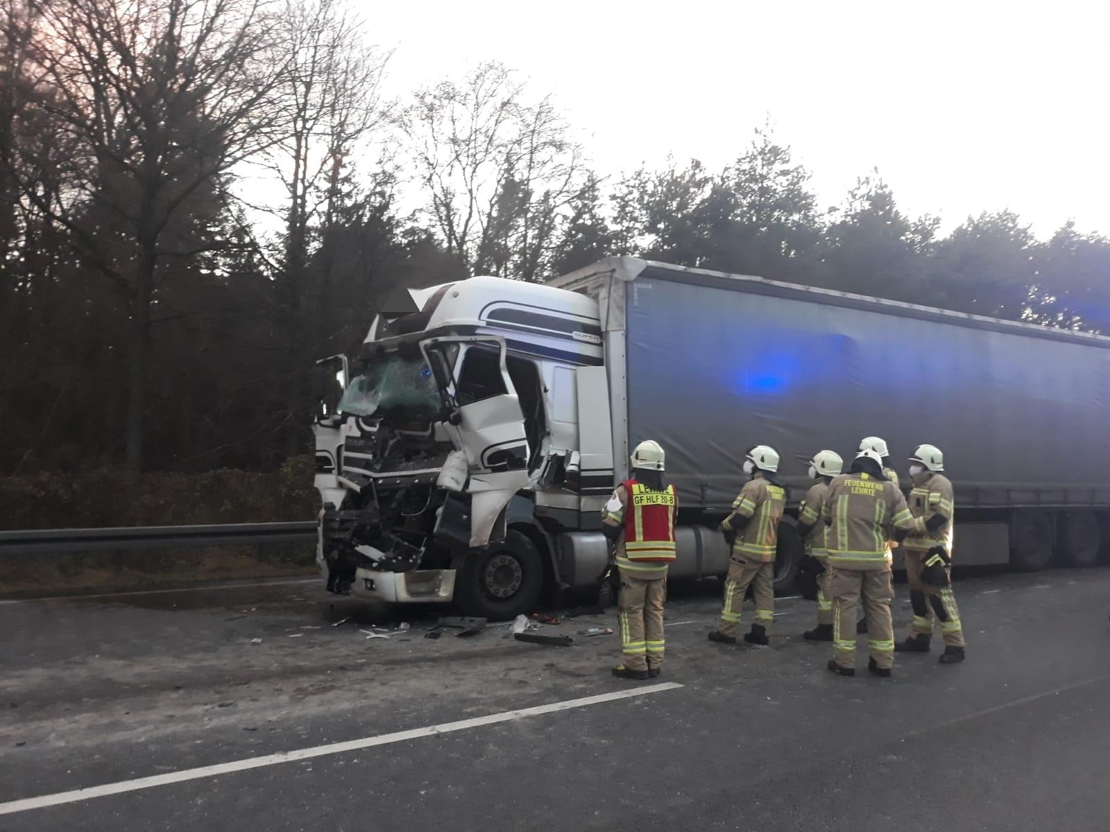 Nr. 197: LKW Fahrer wird bei Unfall eingeklemmt