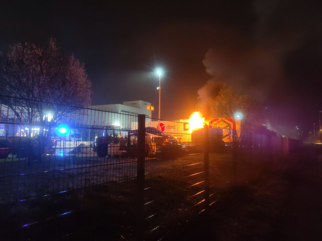 Nr. 054: Baucontainer in Vollbrand